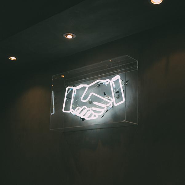 shaking_hands_neon